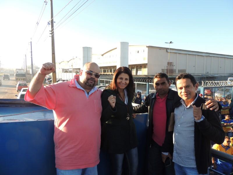 Geralda Godinho e companheiros do sindicato e FETRACOM-DF